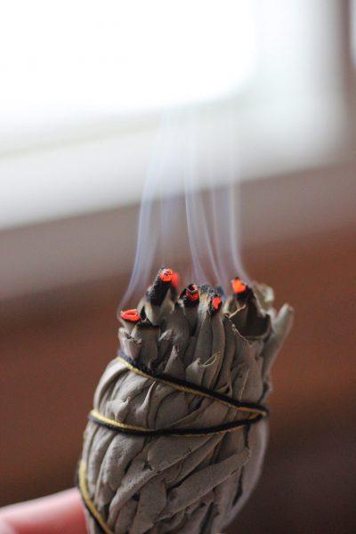 Salbei mit Rauch